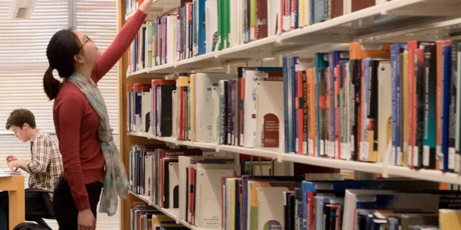 Organização do acervo da biblioteca