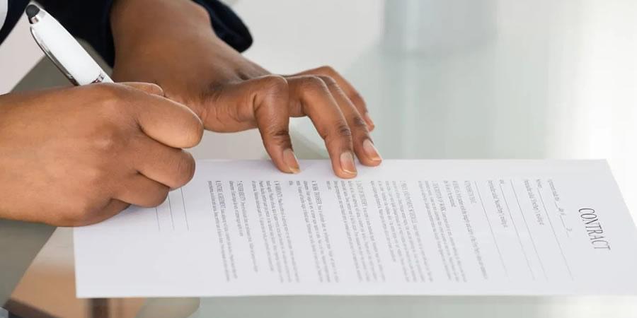 Como preparar um contrato de matricula na escola